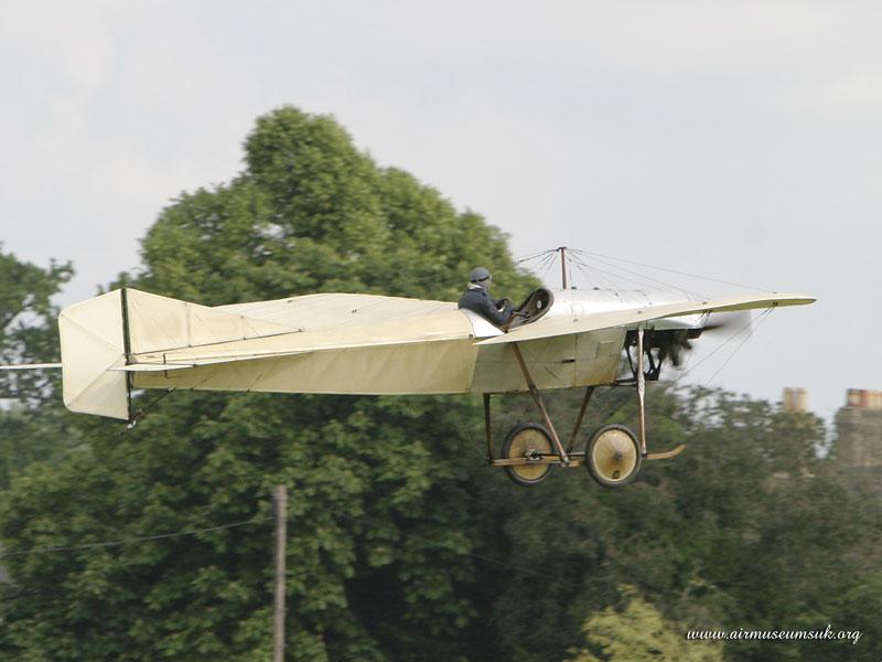http://www.airmuseumsuk.org/airshow/2004/Shut040606/800/images/545%20Blackburn%20Monoplane%20Type%20D.jpg